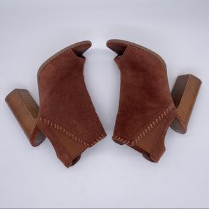 Urban Outfitters Brown Ankle Strap Heels Size 6
